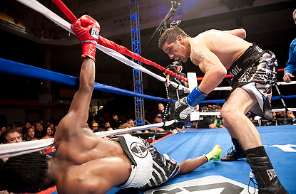 Molina KOs Williams
